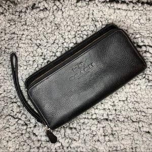 💕Coach Double Zippered Long Wallet/Wristlet💕